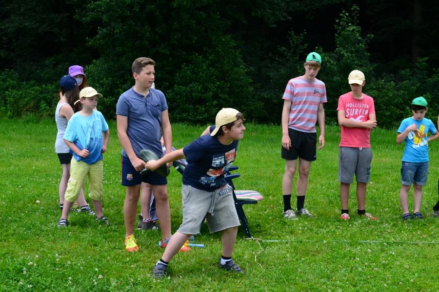 Stiefelwurfspiel am Bergfest